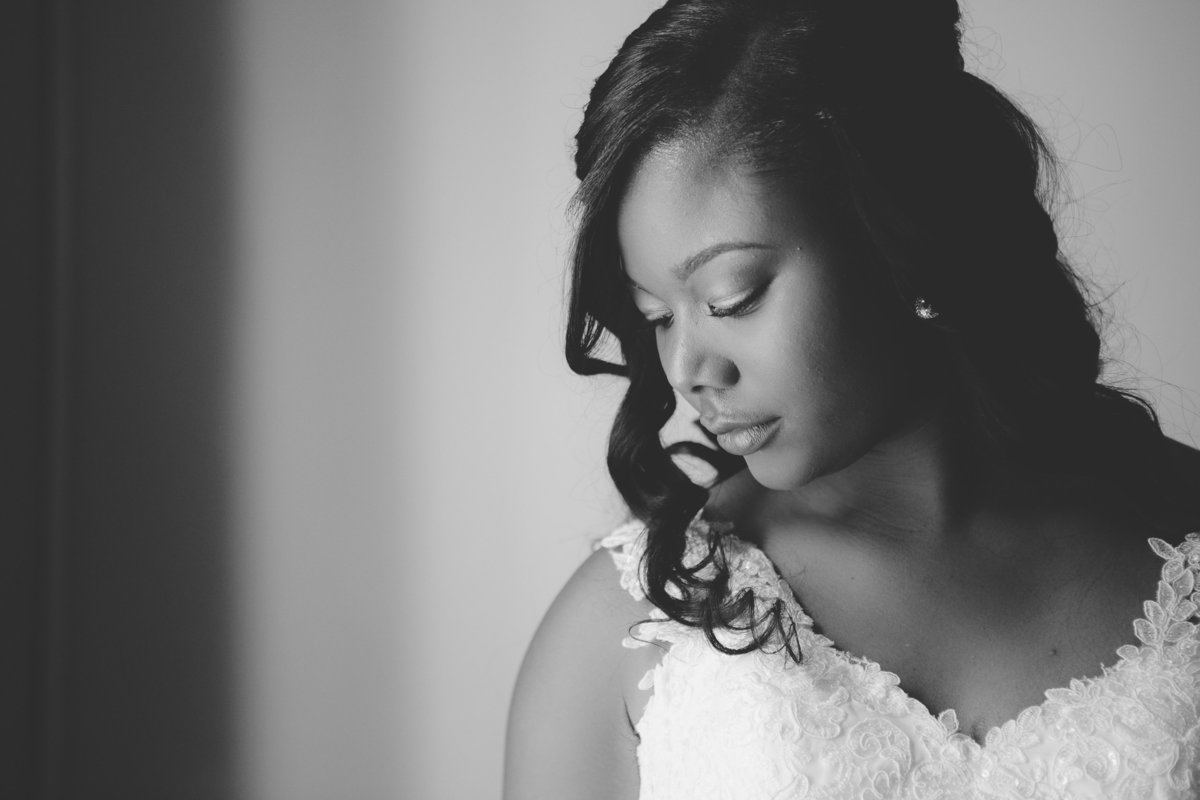 Bridal portrait of bride at Southwood Plantation in Tallahassee, Florida.