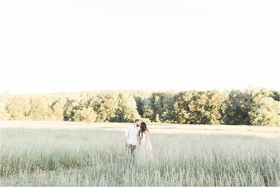 sweet-meadows-farm-outdoor-engagement-photography-lindsey-larue-photo