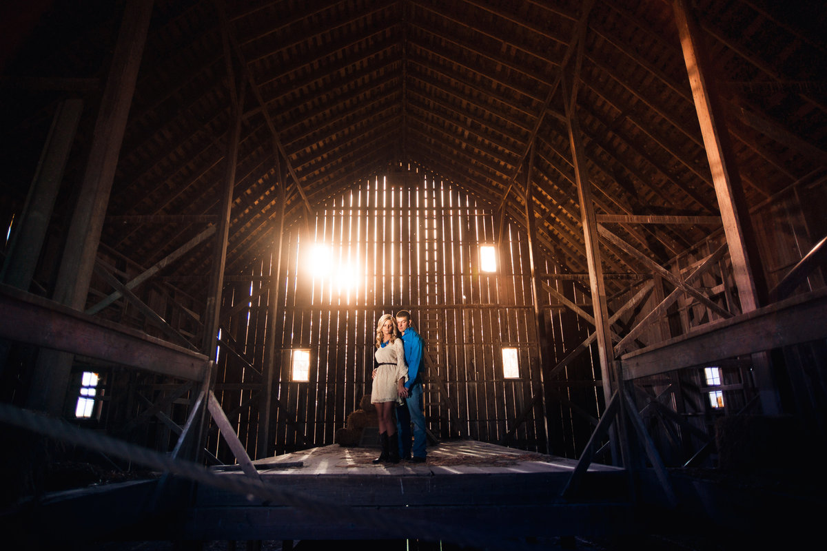 Vinson-Images-Fayetteville-Arkansas-NWA-Wedding-Photographer-barn