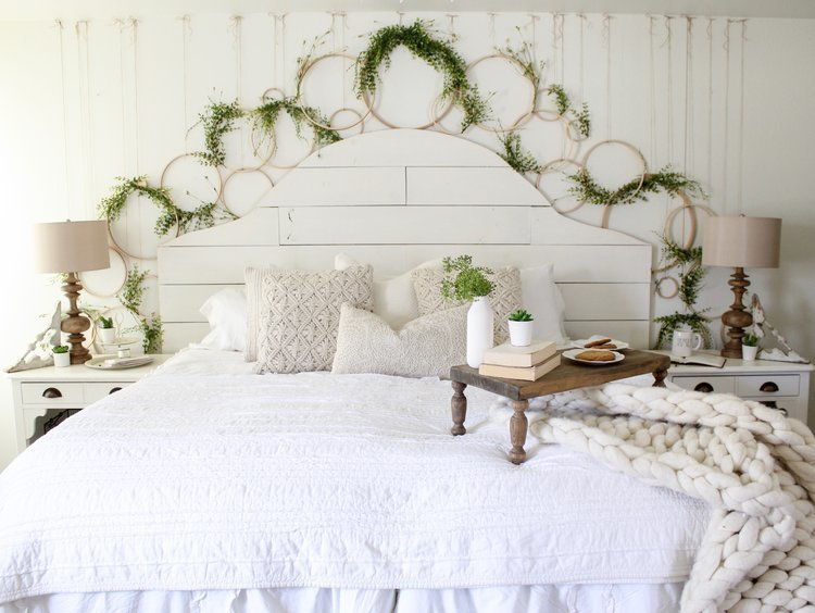 Cotton+Stem+Blog+farmhouse+bedroom+shiplap+spring+wreath+wall+diy