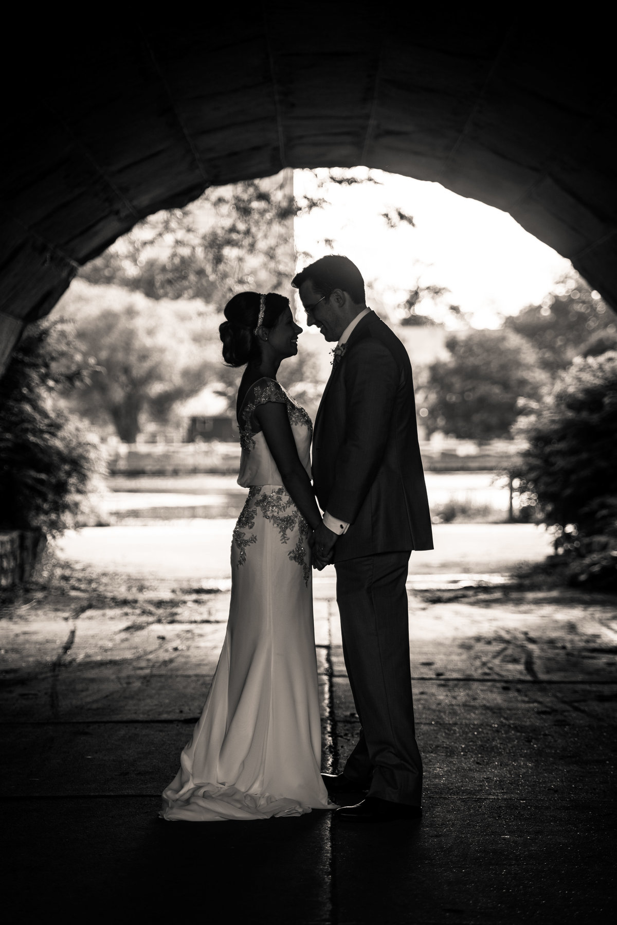 Wedding day couple, Lincoln Park Zoo, Chicago,.