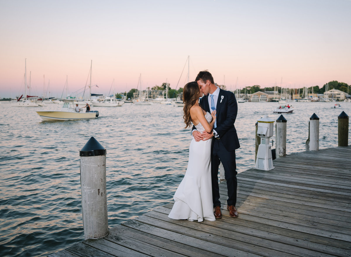 annapolis waterfront hotel couple on docks