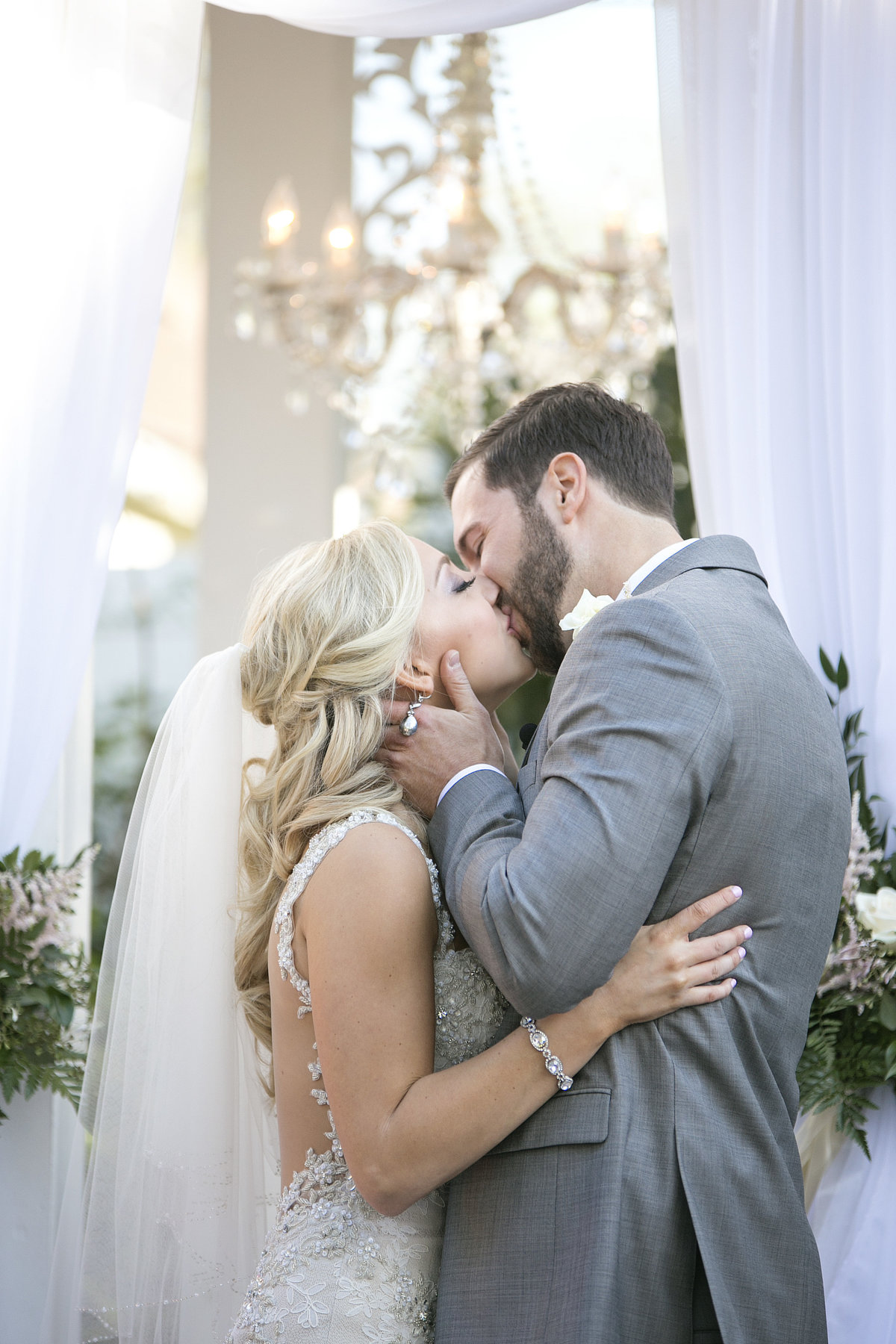 Nashville-wedding-photography-first-kiss