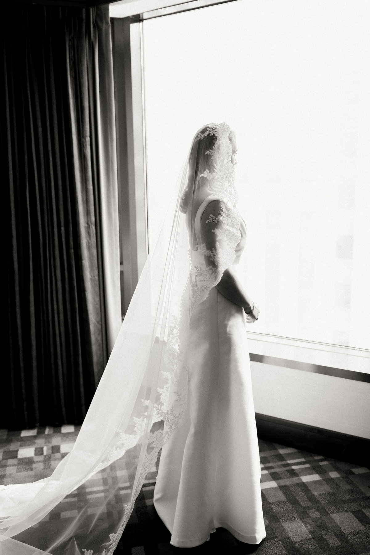 TiffaneyChildsPhotography-ChicagoWeddingPhotographer-Kimberly+Jimmy-ChicagoRenaissanceHotelWedding-BrideReady-1