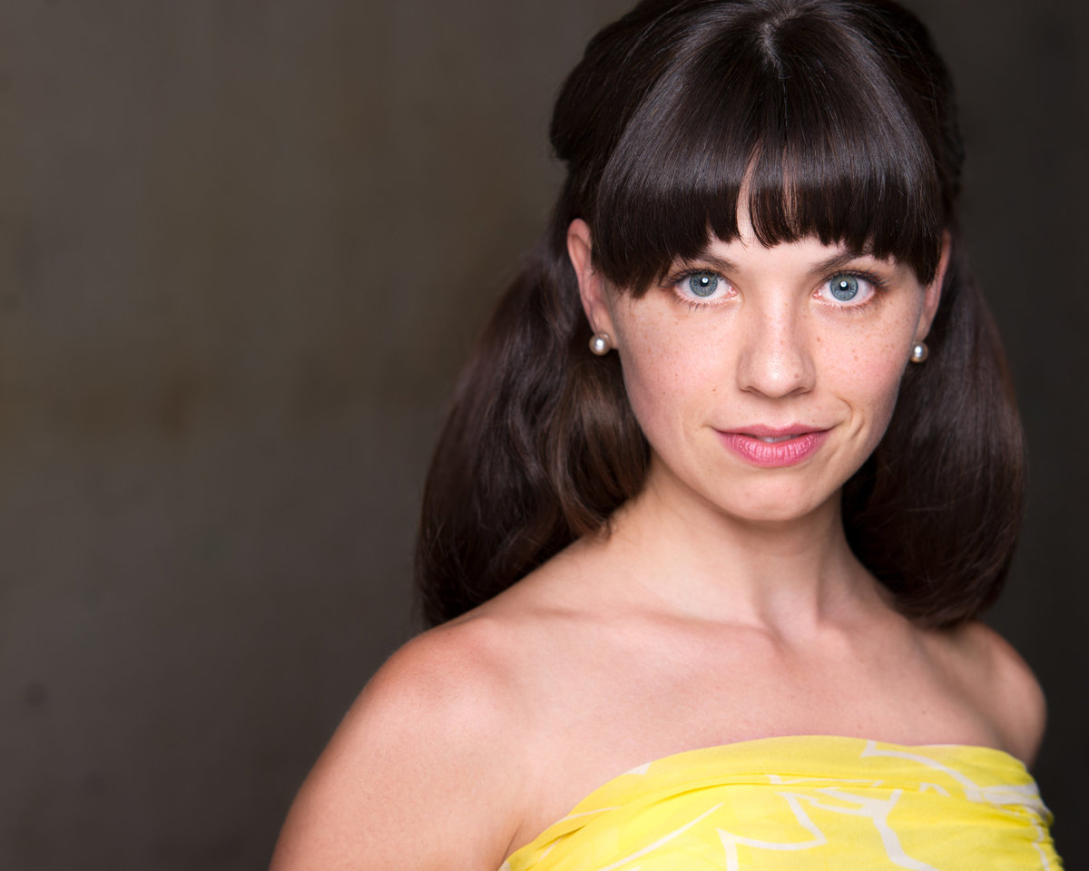 Chicago headshot, actress with blue eyes, yellow dress.