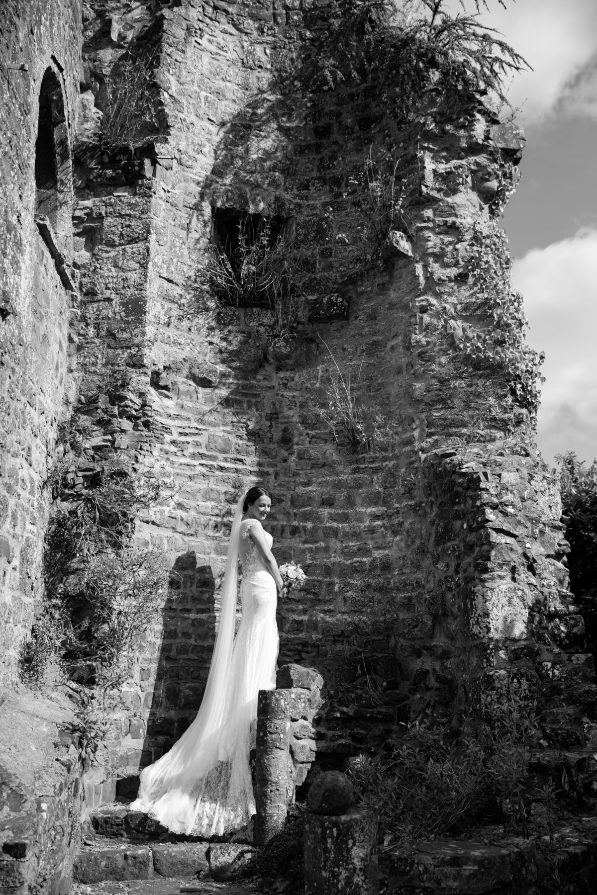 bride at bickleigh castle in devon