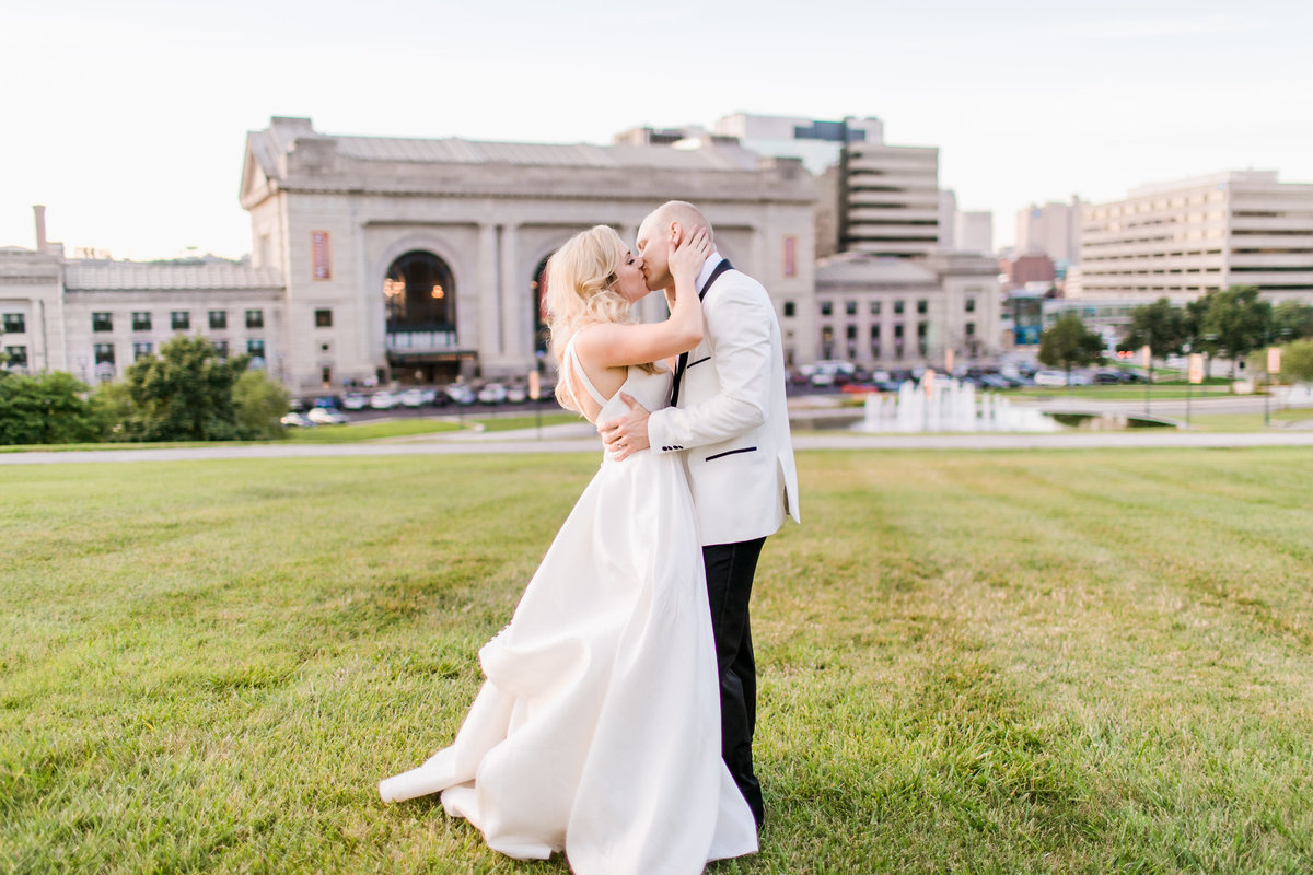 UnionStationKansasCityWedding_AshleyMatt_CatherineRhodesPhotography-26