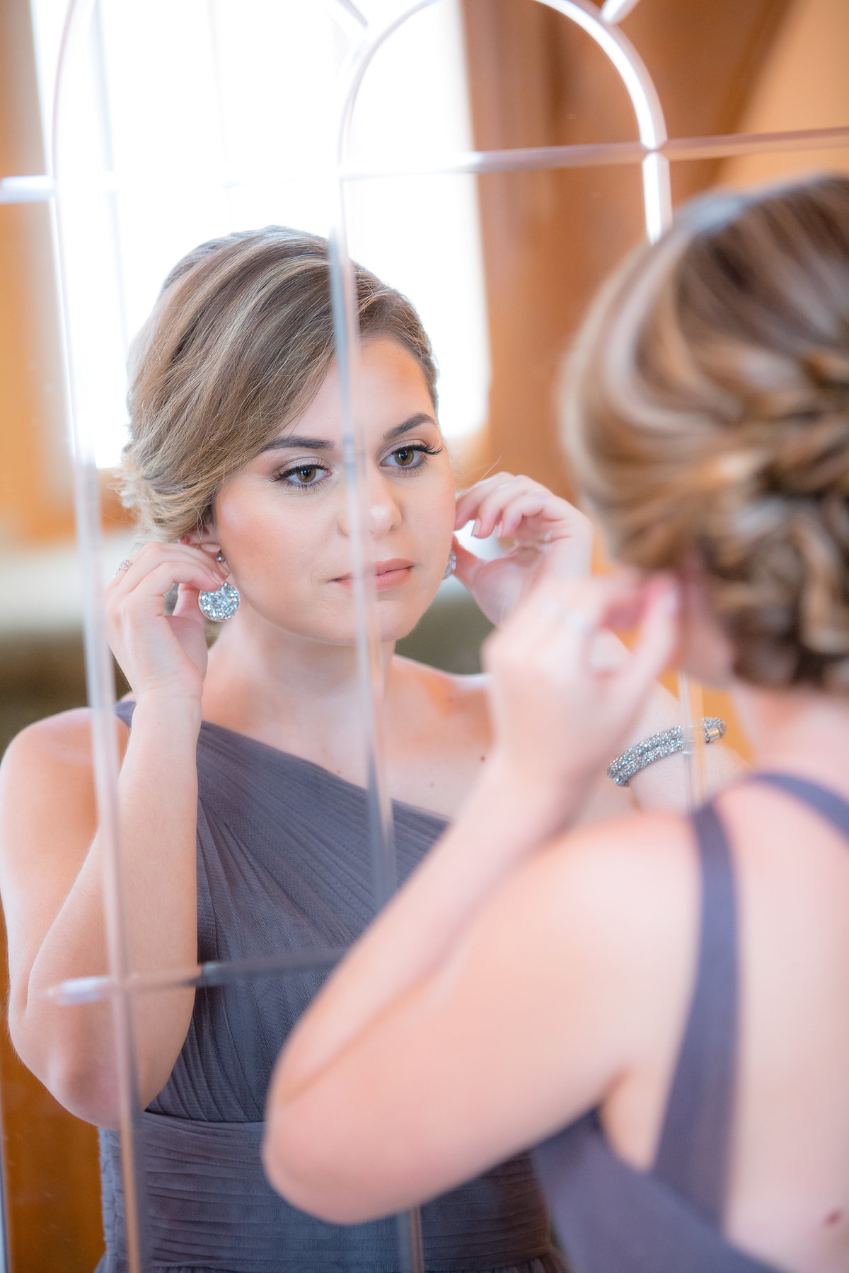 21 wedding photography Bridesmaid getting ready