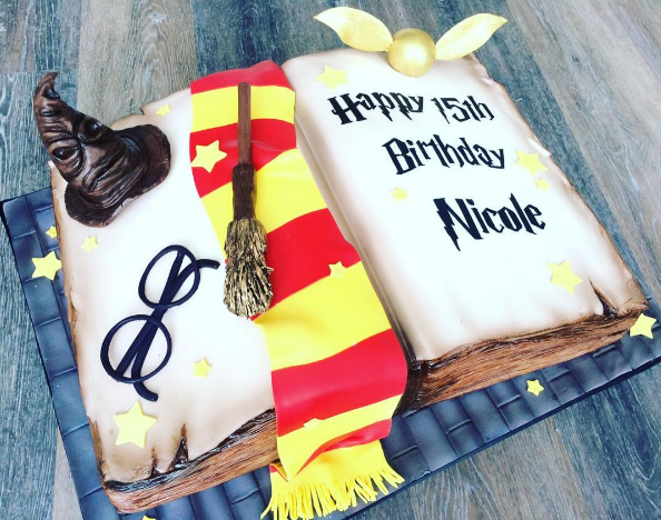 Whippt Desserts custom Harry Potter cake