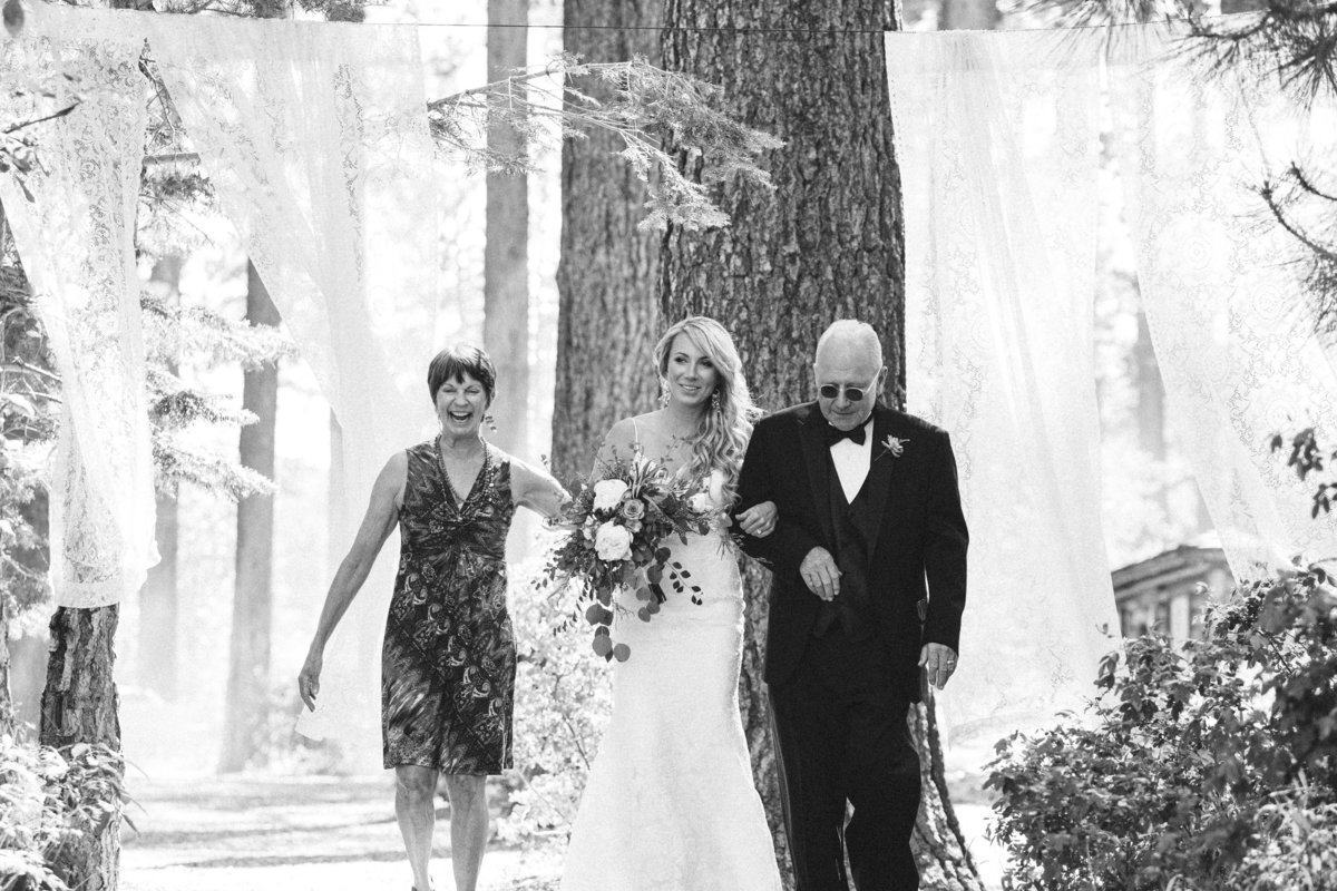Bride with her parents, Lake Tahoe wedding photos