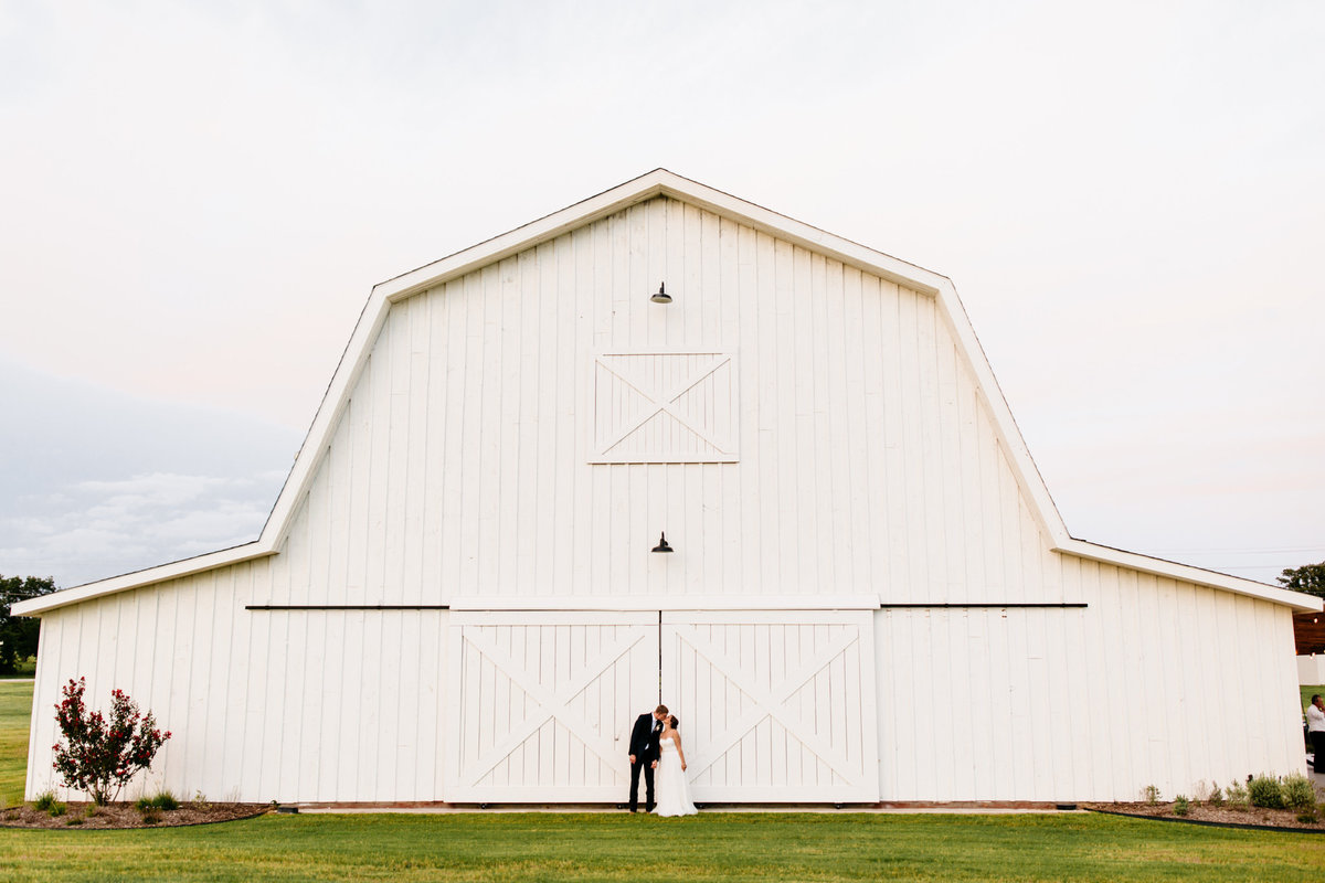 Alexa-Vossler-Photo_Dallas-Wedding-Photographer_North-Texas-Wedding-Photographer_Stephanie-Chase-Wedding-at-Morgan-Creek-Barn-Aubrey-Texas_146