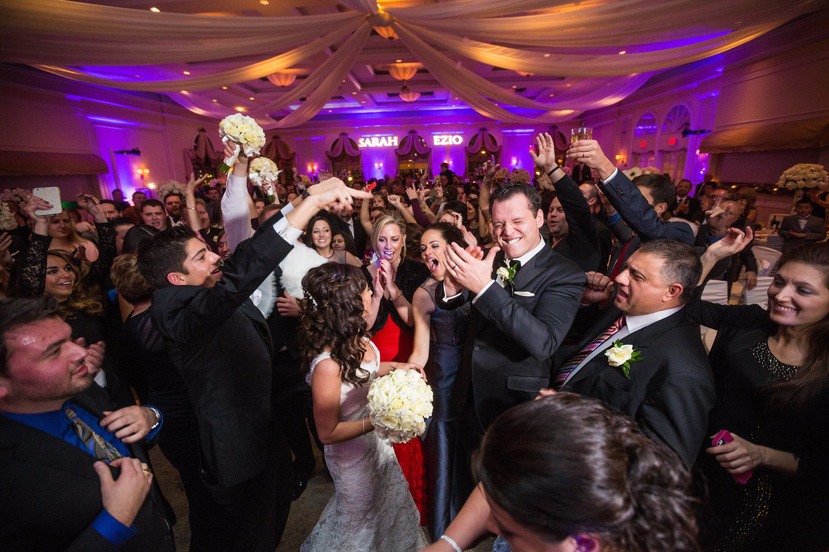 dancing wedding party at reception at Venuti's Italian Restaurant & Banquet Hall in addision illinois