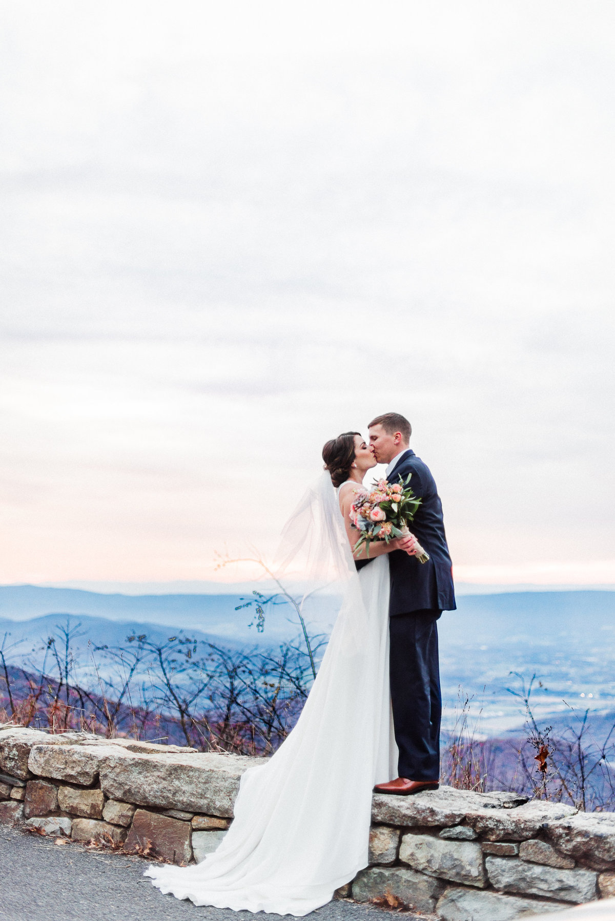 shenandoah-national-park-wedding-skyline-drive-elopement-shenandoah-national-park-elopement-virginia-adventure-photographer-virginia-adventure-elopement-photographer_02