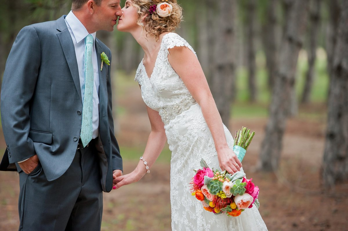 Wedding at thumper pond photographed by kris kandel fargo photographer
