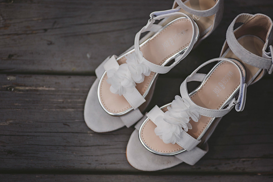 wedding_mother_daughter_shoes