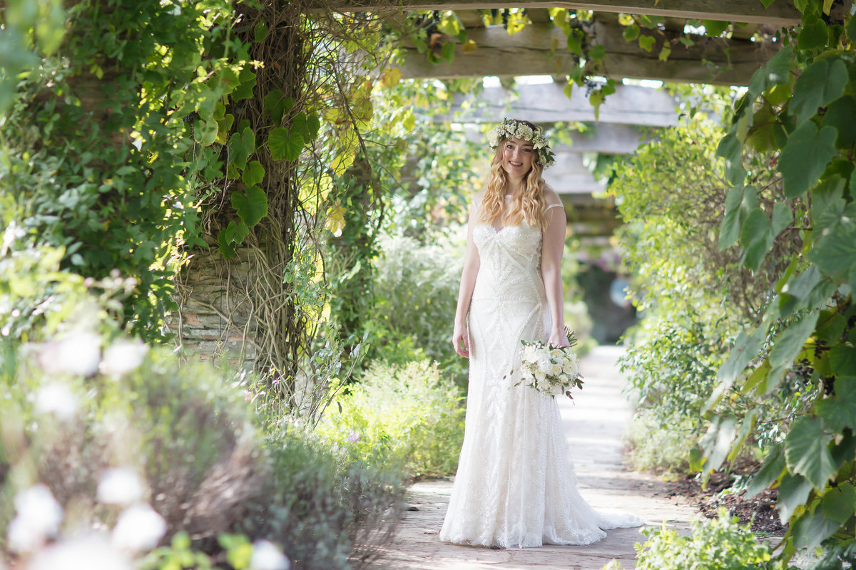 natural wedding photograpy at hestercombe