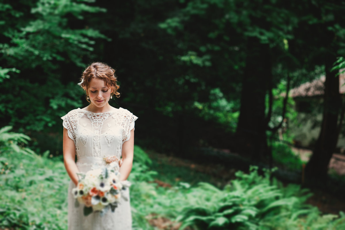 Beautiful portrait of a Portland bride in the woods | Susie Moreno Photography