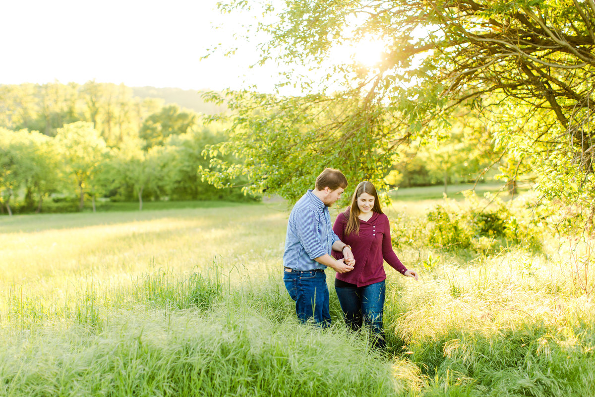 engagement-session-at-whitehall-manor-in-bluemont-virginia-emily-sacra-photography-38