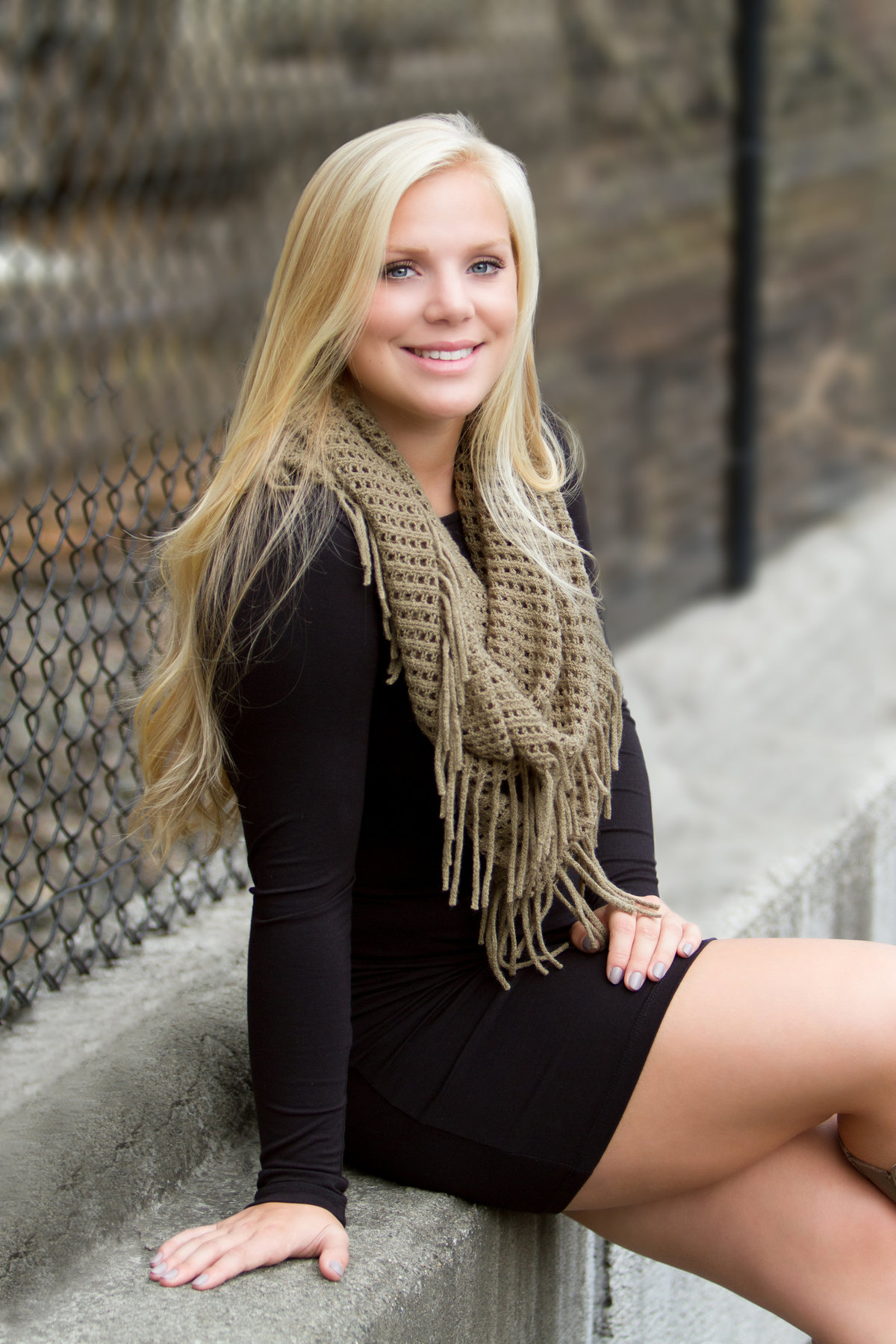 Sammamish high schoolsenior pictures in  urban setting