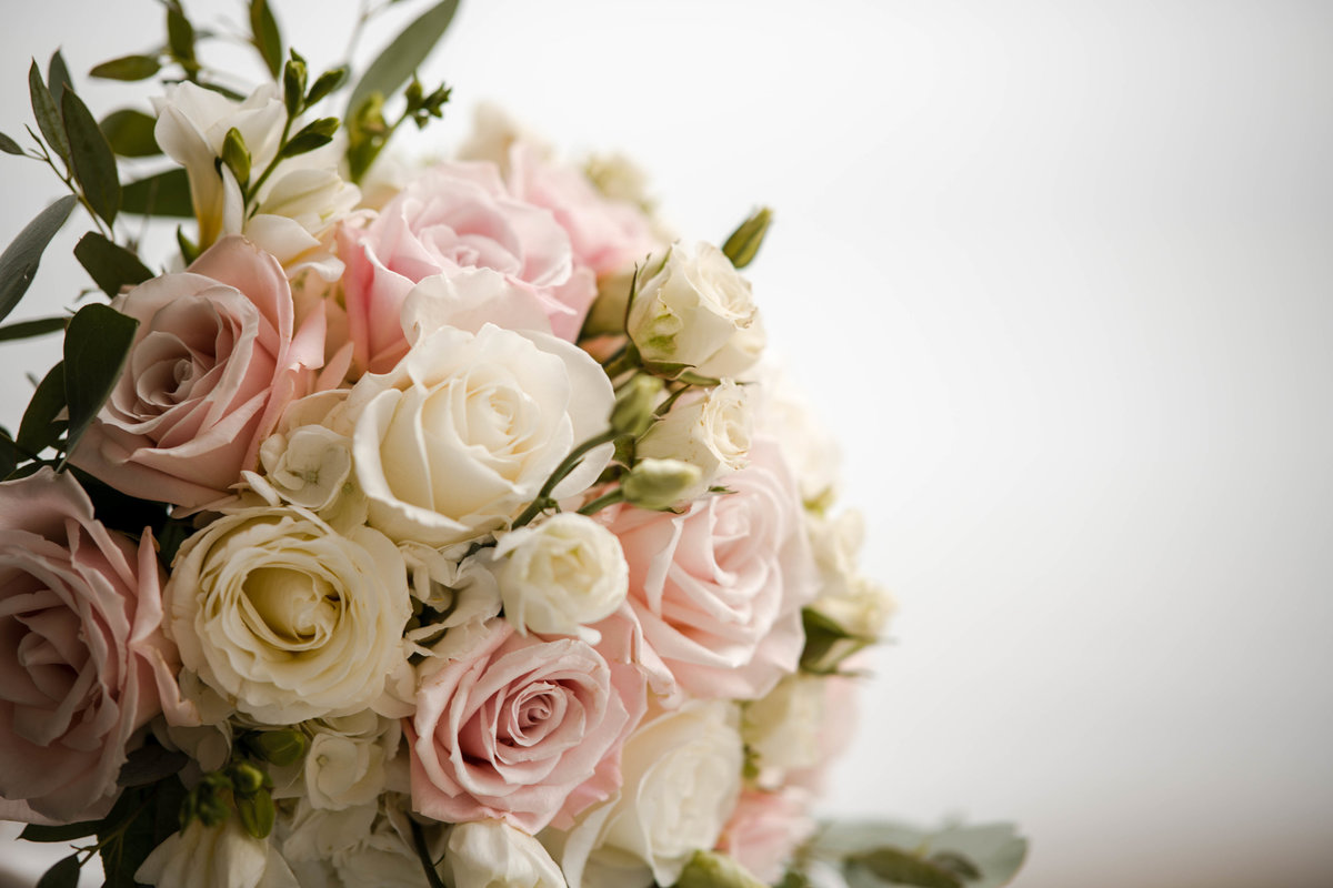 07 pink and white roses in bridal bouqet