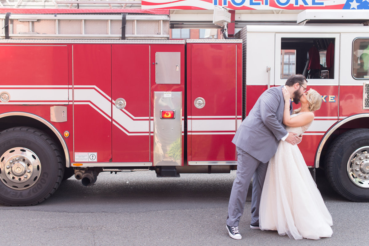 firetruck wedding photos by Linda Barry Photography