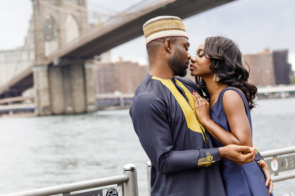Brooklyn_Bridge_New_York_Engagement_Session_Amy_Anaiz_009