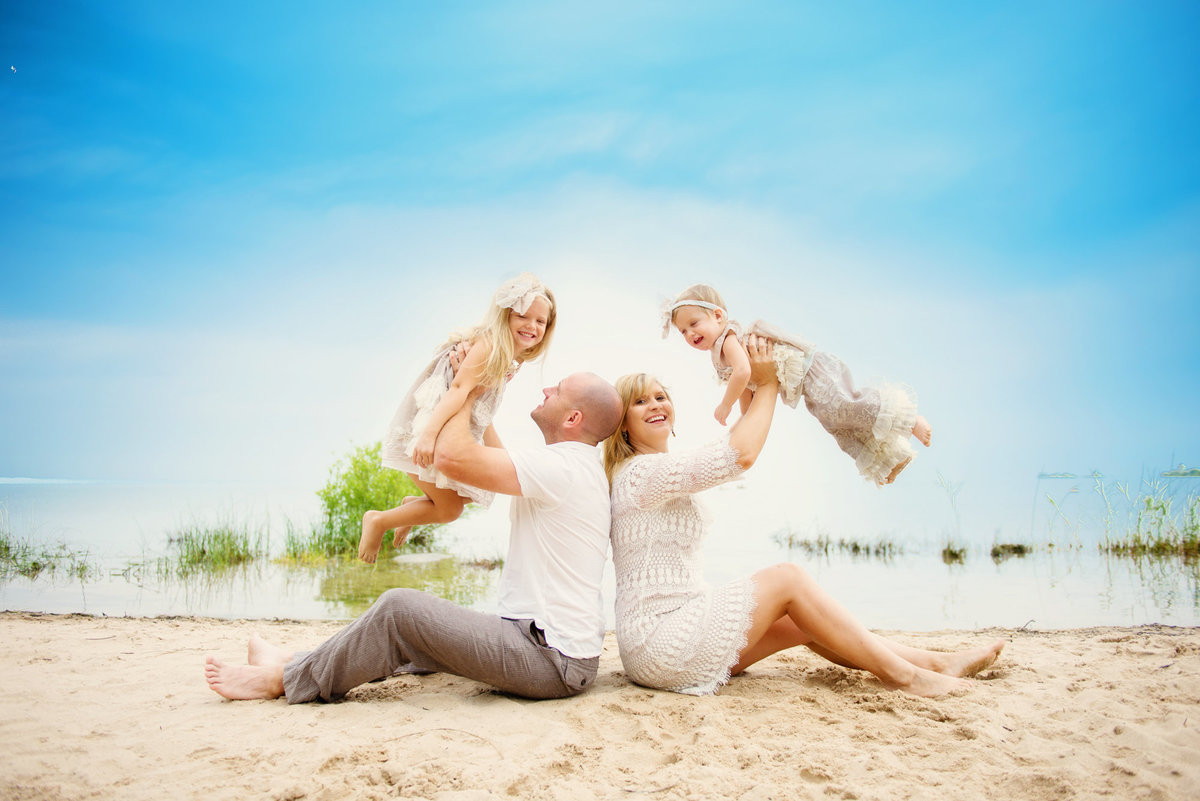 beach family portrait photography in northern michigan
