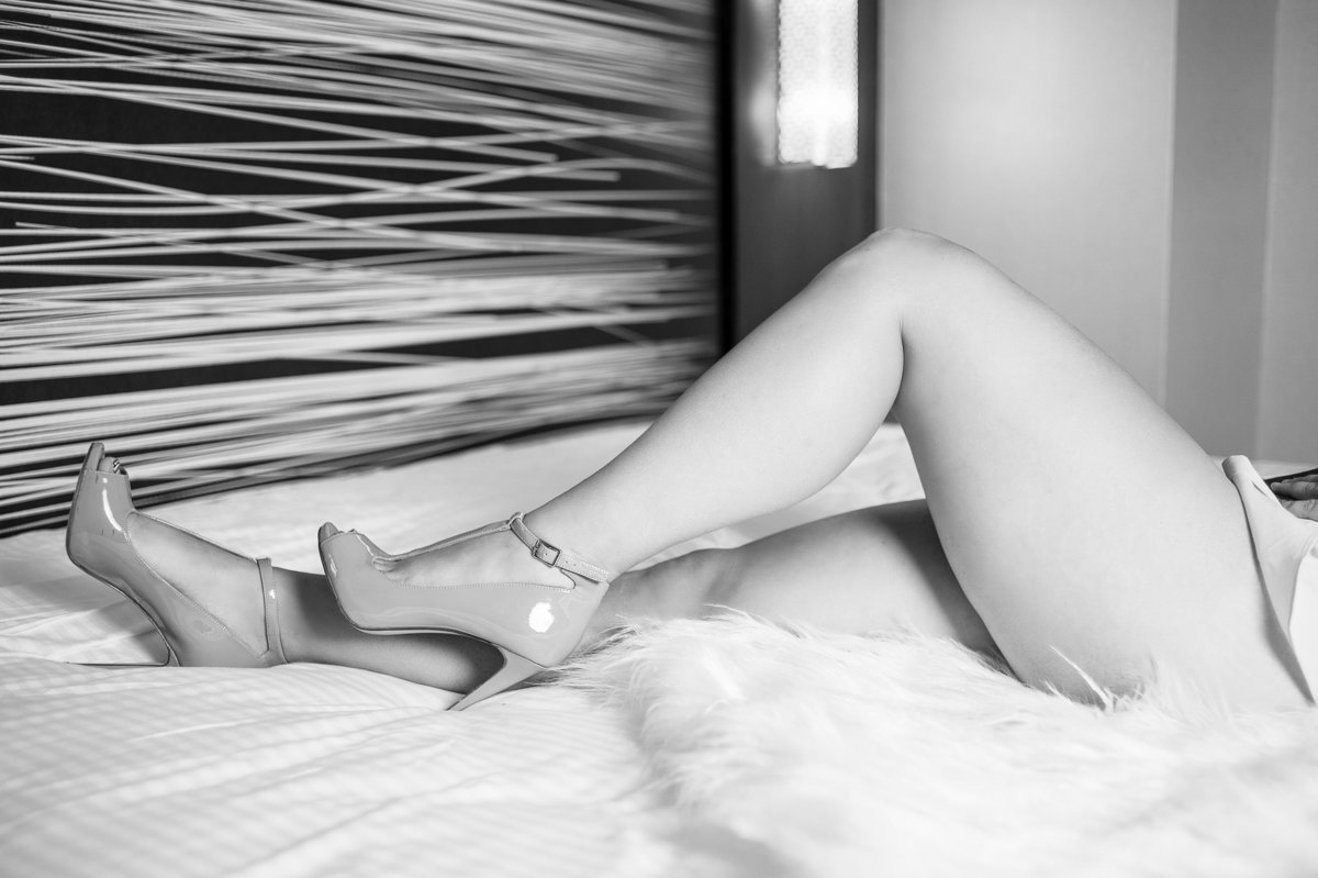 Angel_Boudoir_bw-100