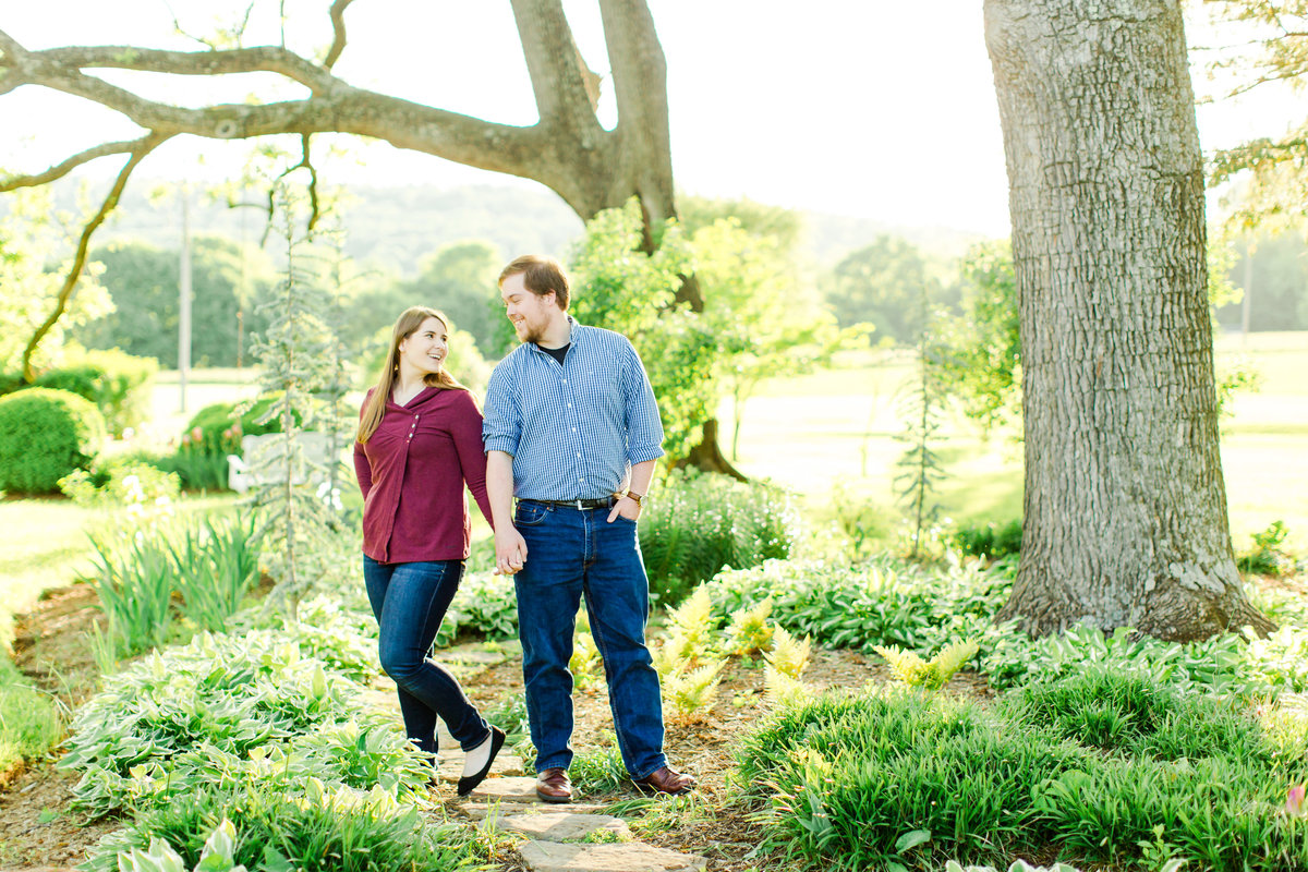engagement-session-at-whitehall-manor-in-bluemont-virginia-emily-sacra-photography-19