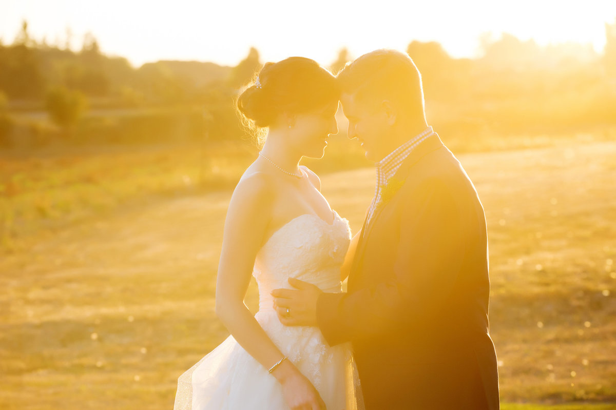 sun drenched bride and groom in oregon