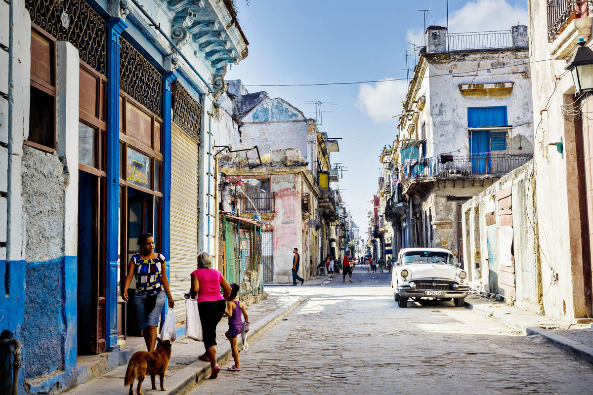 AmyAnaiz_Makini_Regal_Destination_Engagement_Havana_Cuba_046