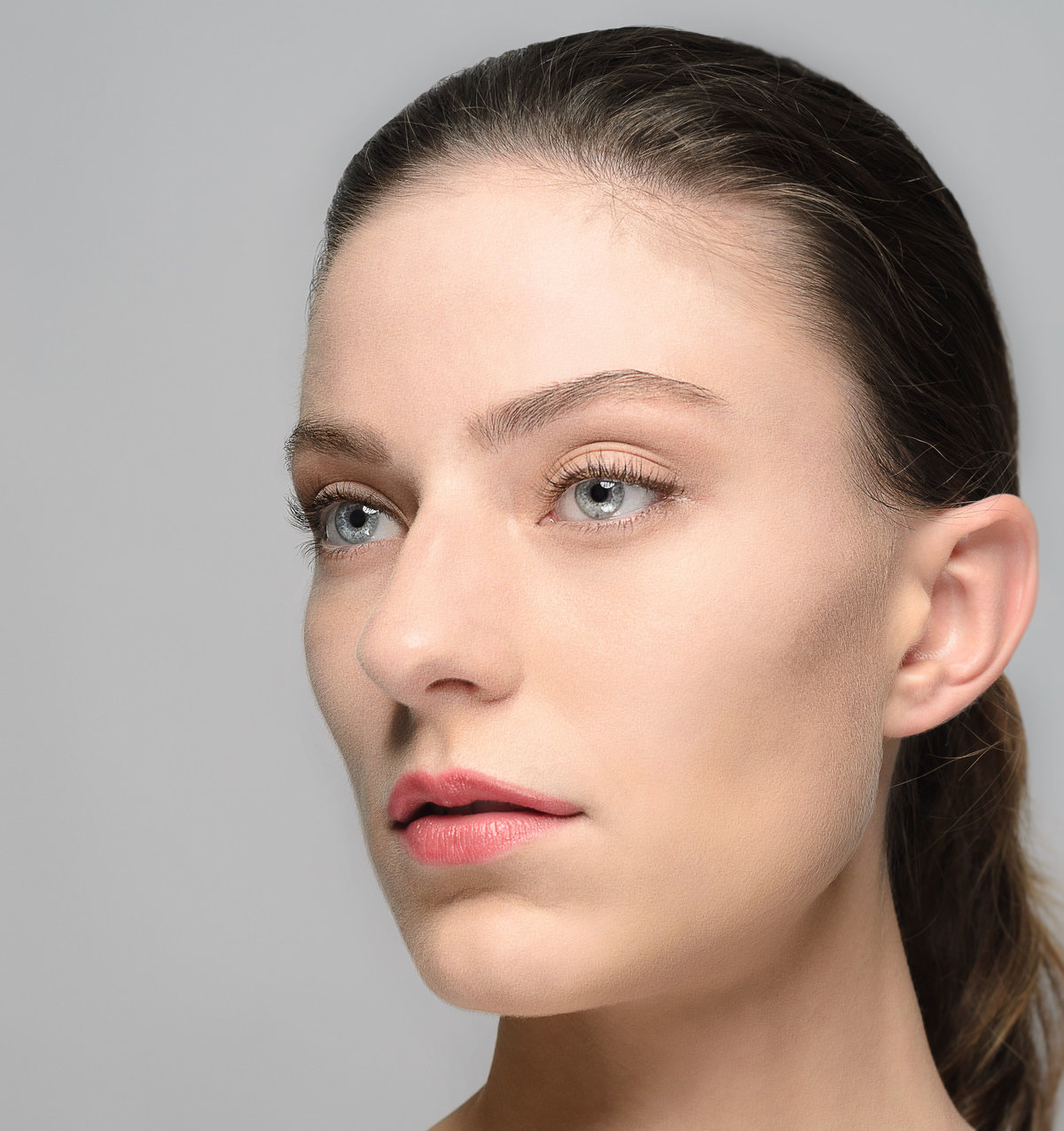 Natural looking makeup for blue eyes pale skin slight contour minimal makeup