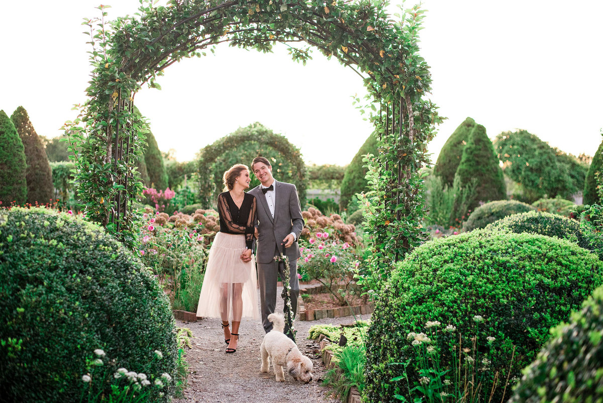 engagement-photos-dog-carnton-plantation