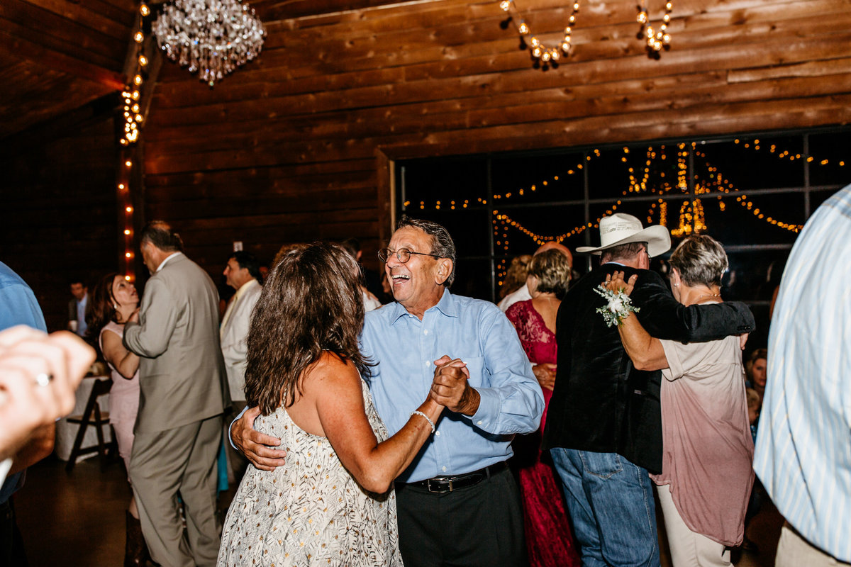 Alexa-Vossler-Photo_Dallas-Wedding-Photographer_North-Texas-Wedding-Photographer_Stephanie-Chase-Wedding-at-Morgan-Creek-Barn-Aubrey-Texas_193
