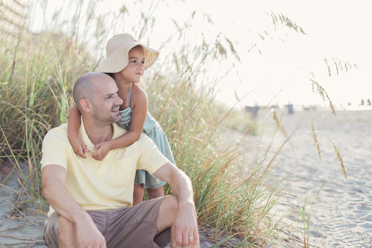 charlotte family photographer jamie lucido captures lifestyle image of father and daughter at Myrtle Beach North Carolina