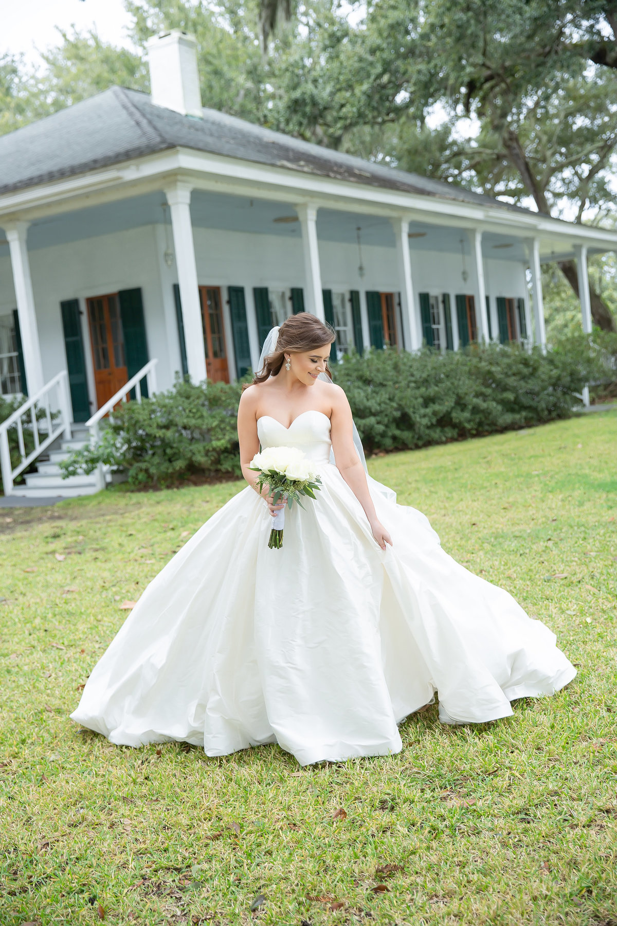 Bridal Portraits in Gautier at the Old Place
