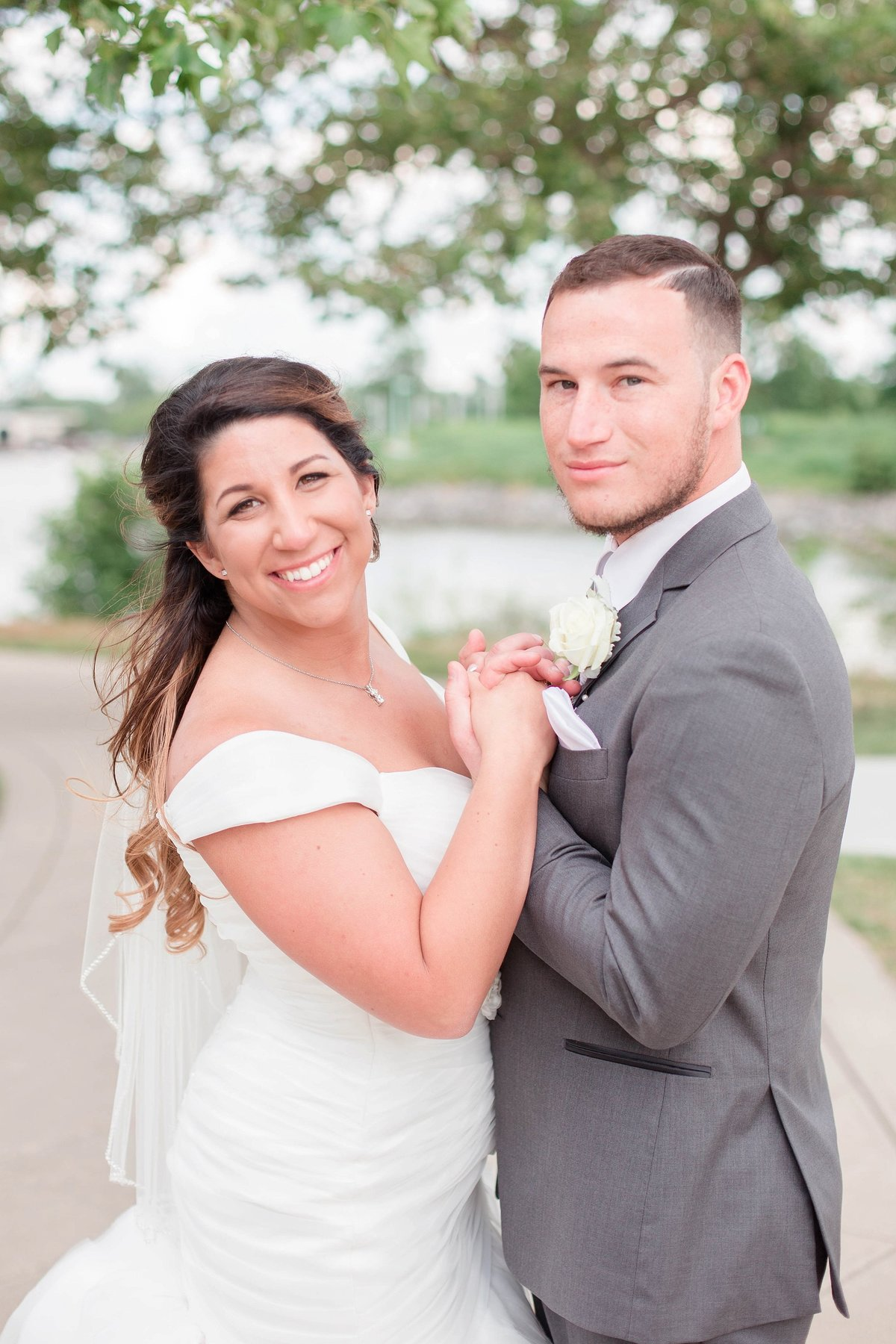 Baby Powder Blue and Blush Summer Park Inn Wedding with First Look by Toledo and Detroit Based Wedding Photographers Kent & Stephanie Photography_1034