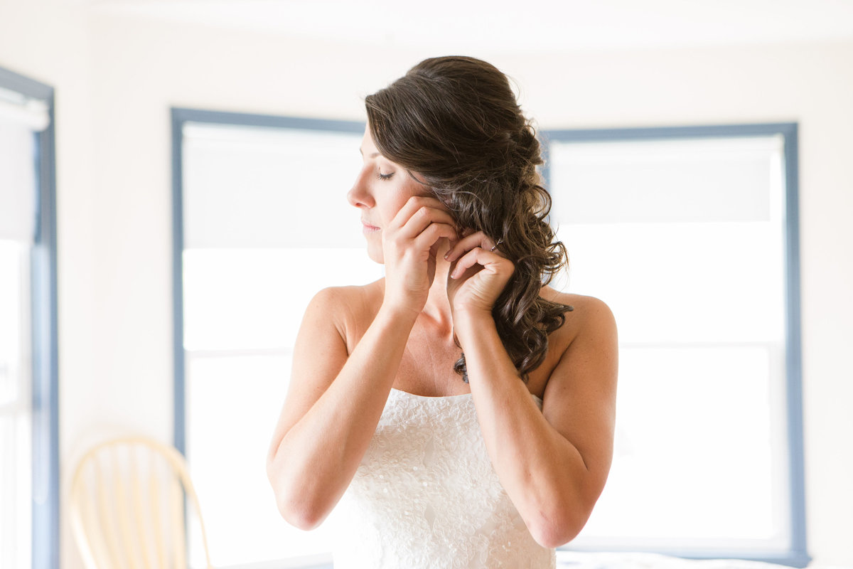 Ottawa-Wedding-Photographer-bride-getting-ready-1