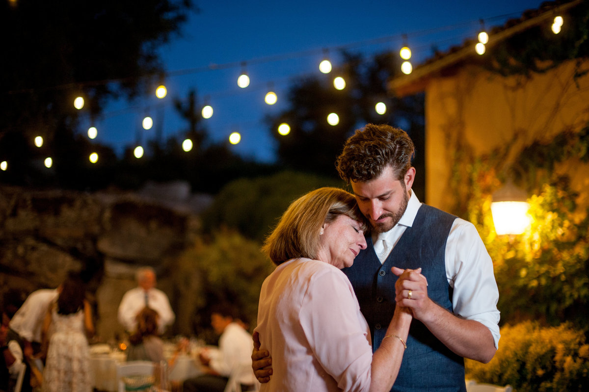 San Diego groom dancing with his mother at Milagro Winery