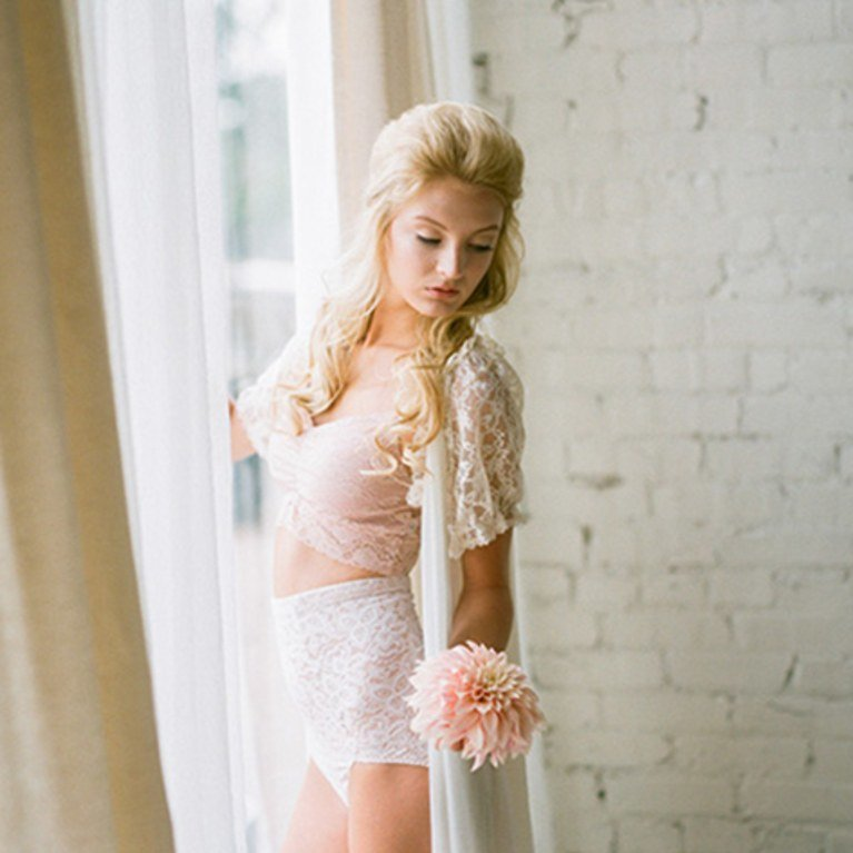 blogs-aisle-say-reasons-for-bridal-boudoir-photoshoot