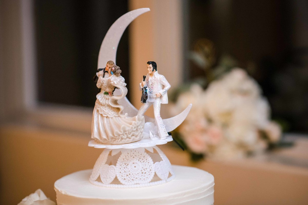 22 Elvis wedding cake topper