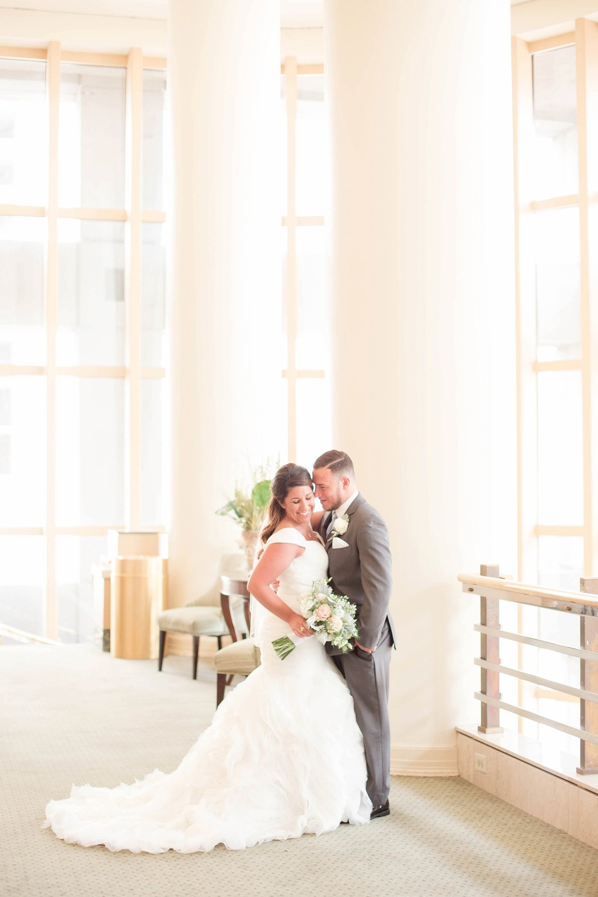 Baby Powder Blue and Blush Summer Park Inn Wedding with First Look by Toledo and Detroit Based Wedding Photographers Kent & Stephanie Photography_0983