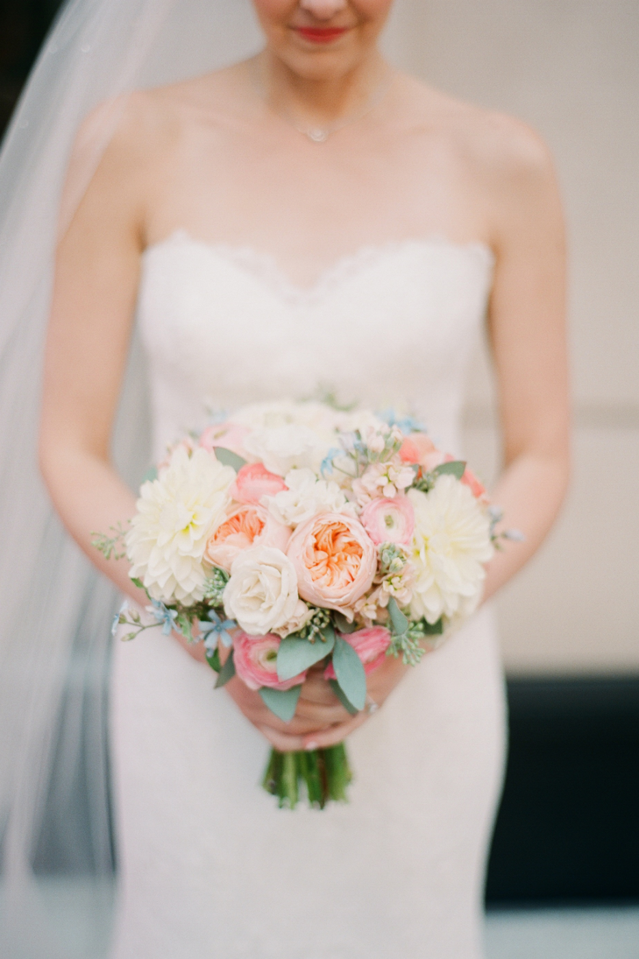 pastel_bridal_bouquet_mca_wedding_chicago_wedding_florist_life_in_bloom