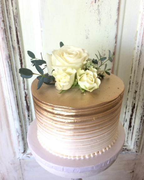 Whippt Desserts Ombre metallic gold cutting cake