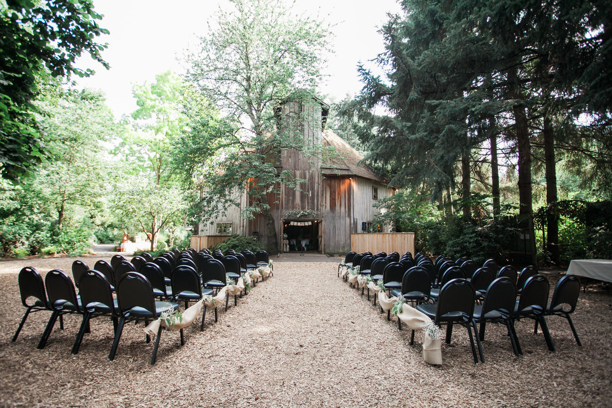 View of McMenamins Cornelius Pass Roadhouse barn for a wedding ceremony | Susie Moreno Photography