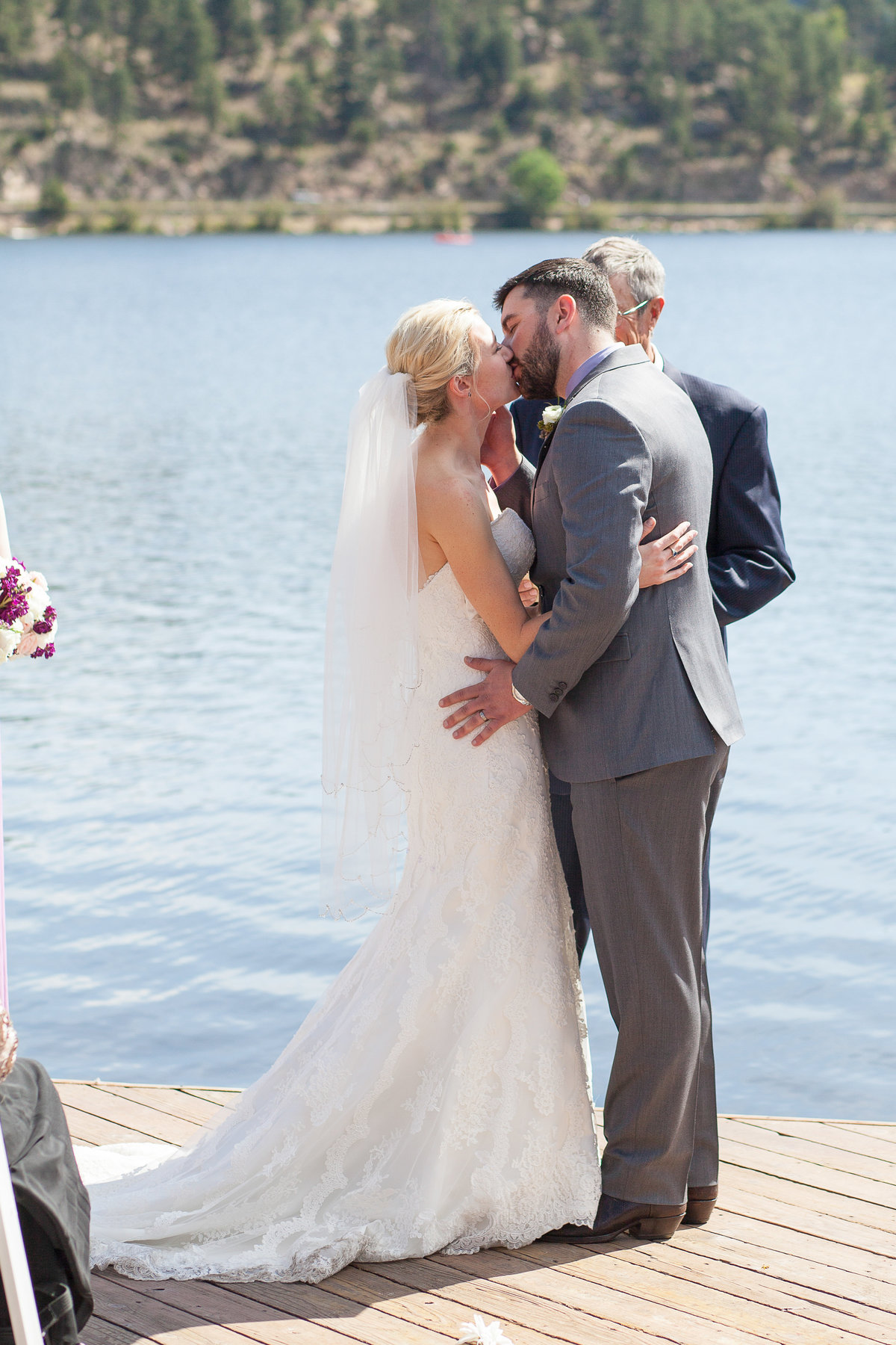 outdoor-ceremony-kiss-colorado