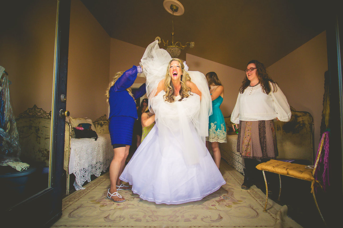 funny bride shot by jacob grant photography maui hawaii beach