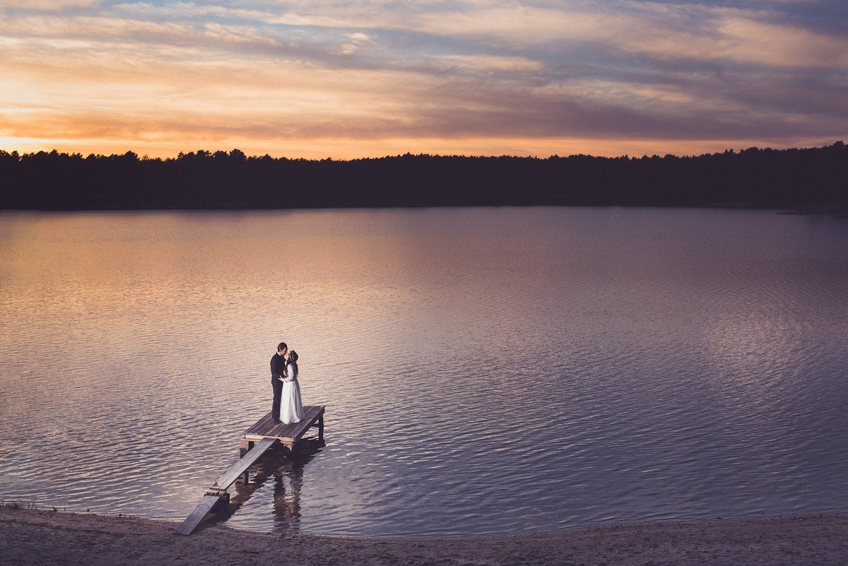 sunset-lake-cabin-wedding