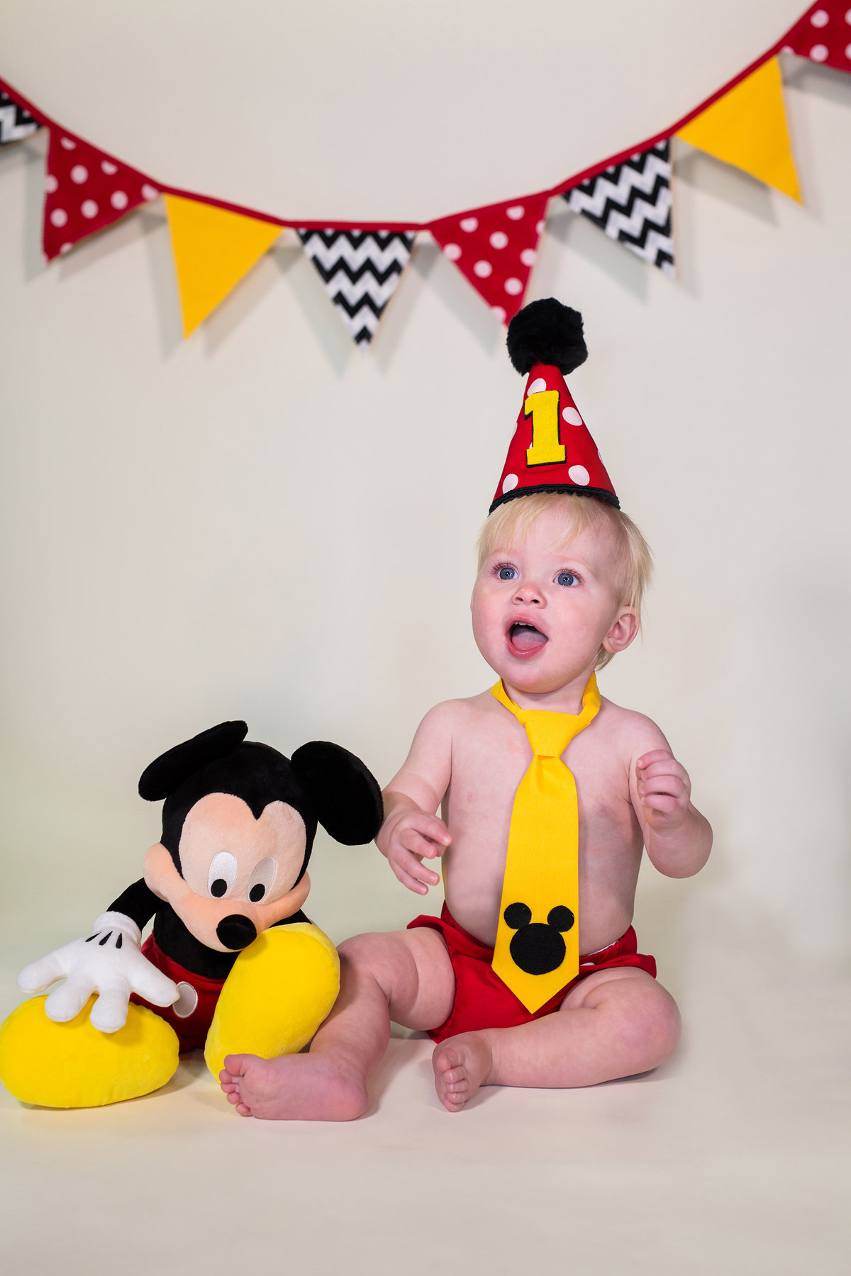 ideas for baby  Mickey Mouse theme shoot