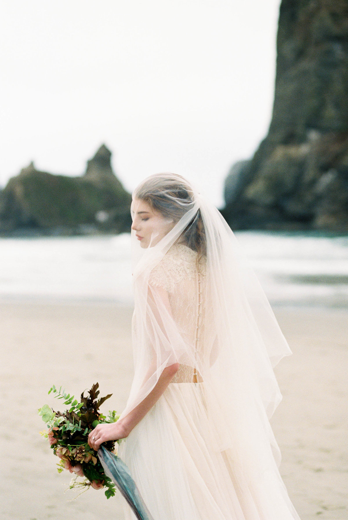Cannon-Beach-Bridal-Editorial-Georgia-Ruth-Photography-15